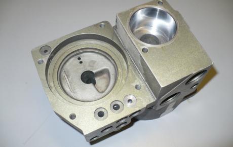 Chromage, rectification, rodage sur corps en aluminium d'organes Hydro pneumatique ferroviaire.JPG
